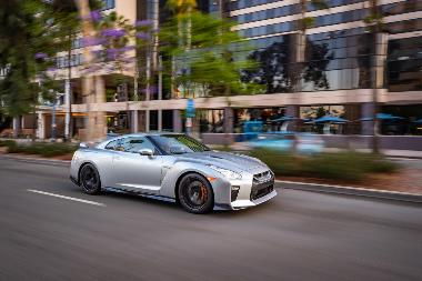 2019_Nissan_GT-R_Front_right